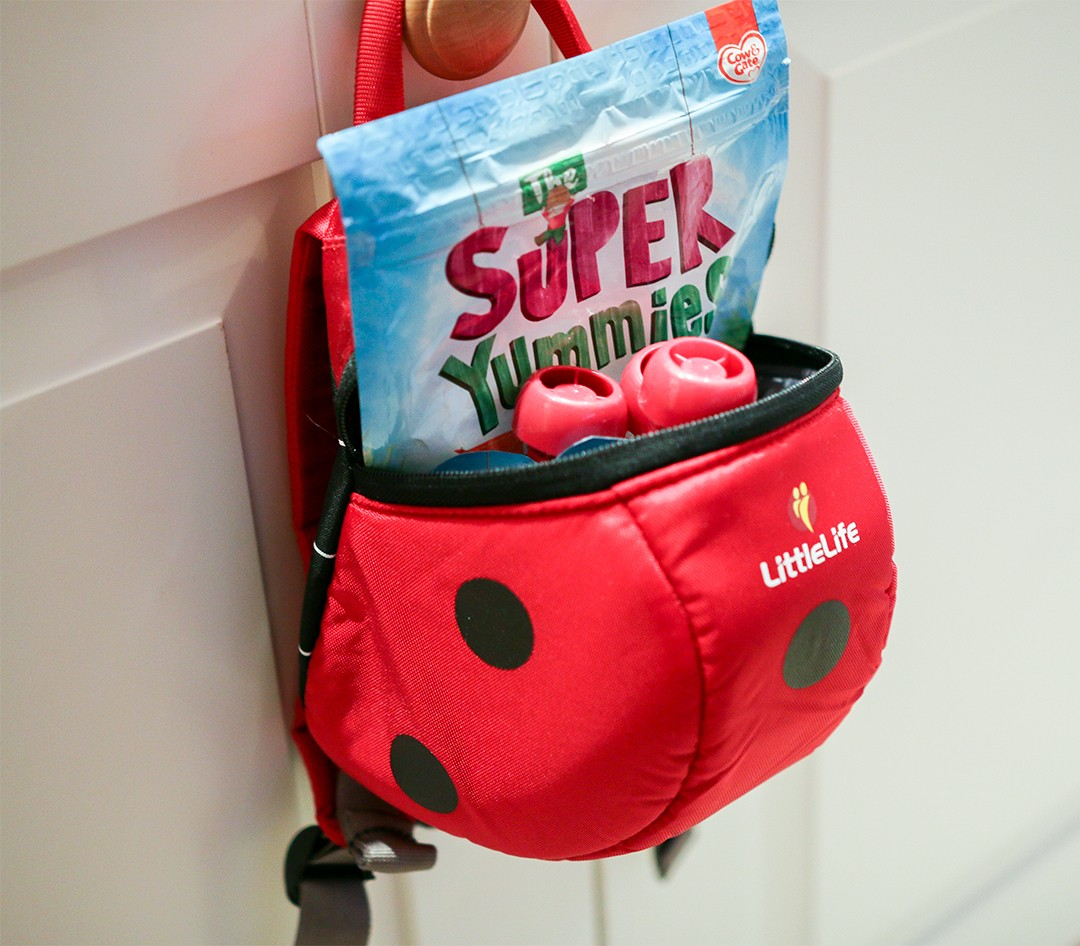 Playing Outdoors With Toddlers Super Yummies and Little Life Discovery Pack | Ysis Lorenna - www.ysislorenna.com